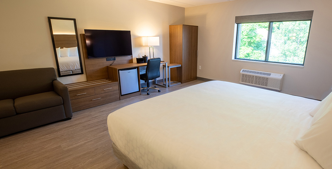 King-bed-with-Sofa2